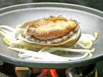 *【鮑プラン】活鮑を陶板でステーキに!!バターの風味に食欲進みます。