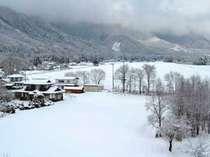 5階から望む、冬の里山風景。
