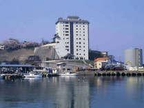 *【外観】創業135年!日本海を一望できる老舗旅館です。