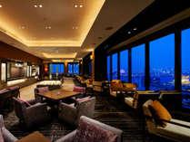 2018年8月、最上階にリニューアルオープンしたクラブラウンジからは大阪市街を一望できます。