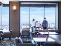ホテル最上階のクラブラウンジからは大阪の街を一望いただけます。