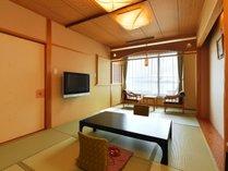 露天風呂付客室 一例(和室10畳+8畳+広縁+陶器風呂)