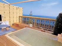 【貸切露天風呂】この景色を眺めながらの湯浴みは、他では味わえない贅沢。