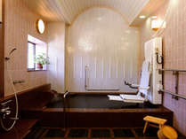 ■ 【家族風呂(内湯)】 スライドインシステムを導入したバリアフリー対応の家族風呂