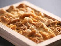 ■ 【由良の赤雲丹】 上品な甘さが人気・夏期限定の淡路ブランド食材です