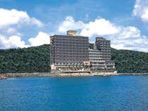 ■ 淡路島の東海岸に立つホテルニューアワジ。
