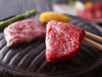 ■ 【淡路牛の石焼ステーキ】 霜降りの牛肉をアツアツに熱した石の上でジュワっとお好みの焼き加減で