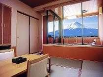 お客様に大好評の露天風呂付客室富士山の雄大な眺めをお楽しみ下さい!