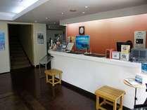 本館1Fにあるフロントロビーです。御面会や待ち合わせにご利用ください。