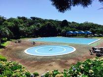 夏期営業の屋外プール