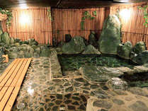 夢酔庵地階にある【薬王湯】。直下から源泉が沸く為、新鮮な温泉水を楽しめる