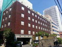 湯島の高台にあるホテル江戸屋です。2020年に外壁修繕を行いました。