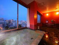 最上階に位置する展望風呂♪旅の疲れをゆっくりと癒すひと時を
