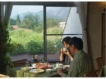 朝食の時間はお好きな時間にご用意します。身体に優しい素材でよい1日のスタートを。