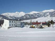 栂池高原スキー場では、上部のゲレンデは5月5日まで滑走可能です のどかな春スキーをお楽しみ下さい