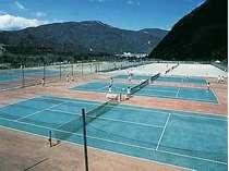 専用テニスコートは道具レンタル・コート使用料も無料
