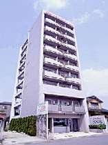 1階は事務所と共同玄関。