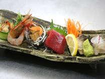 夕食一例。北海道を満喫できる魚介類が盛り沢山!