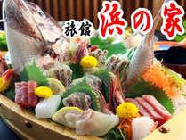 浜の家は新鮮な旬の食材をお届けします。そんな新鮮な魚介類を活造りにした舟盛りをぜひお試しあれ!