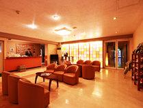 【ロビー】広々とした空間がお客様をお出迎え致します。