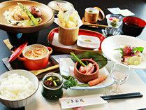 【比内地鶏膳】比内地鶏を贅沢に陶板焼きで。肉の旨味をお楽しみください。※季節により変わります。