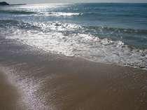 白い砂浜に青い海で有名な御宿海岸☆サーファーから家族連れまで幅広ぃ人気です♪