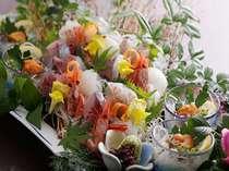 丹後沖の魚介をあしらった大皿のお造り盛り合わせ