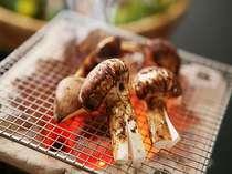 ≪松茸会席一例≫焼松茸はすだちをギュッとしぼってどうぞ♪松茸の風味が引き立ちます。