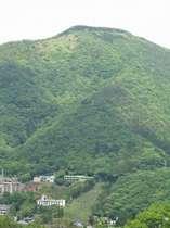 4階客室から見える明星ケ岳の大文字。8月16日は箱根大文字焼き♪