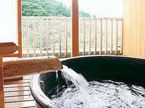 思わず深呼吸!湯舟から赤目渓谷の緑を眺める「貸切展望露天風呂」