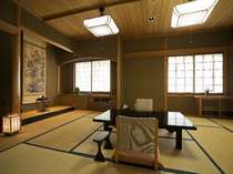 二間続きの本館和室でゆったりと寛ぐ 一例