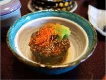 夏の旬野菜、泉州の水茄子と伊賀牛しぐれを合わせた冷やし椀