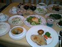 自家製野菜たっぷりの和洋食料理