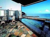 天然温泉「蘇民の湯」からは夫婦岩も望める露天風呂