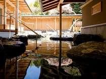 緑を望む広い露天風呂は24時間利用いただけます