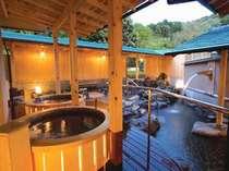 露天風呂は陶器風呂、岩風呂などいろいろなお風呂が楽しめます。画像は女性露天風呂。