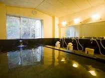 ゆったりとお湯を楽しむ貸切家族風呂。もちろん天然温泉です