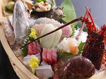 鯛の姿造り・伊勢海老・さざえなど新鮮魚介類の船盛り
