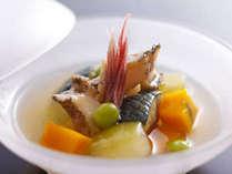季節の料理一例~『鮑と旬野菜の共地冷やし餡』~