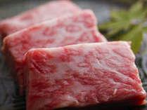 新鮮な松阪牛を熱々の石板焼きで…