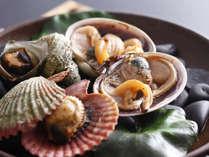 季節の料理一例~『貝の宝楽焼き さざえ 緋扇貝 大浅蜊』~
