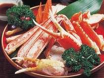 ご夕食はカニ付きです。日本海の海の幸と福井の味をお楽しみください。