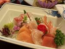 日本海の幸をお刺身で。新鮮な旬の味をお楽しみください。別途、盛り合わせもご用意できます。