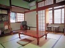 和室8畳 石畳を望める客室