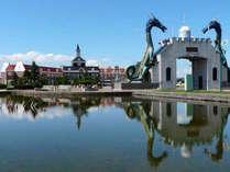 2頭の竜がお出迎え。北竜門とサンフラワーパークホテル(天然温泉、ホテル、レストラン)