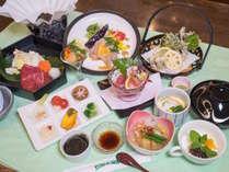 【夕食膳】2015年夏宿泊の夕食膳 2,800円のコース11品。北海道ならではの旬の食材を贅沢につかいました