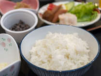 【朝食】北竜産のご飯は1粒1粒が大きくふんわりと炊き上げています