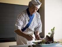 【料理長】島の食材を活かした料理づくりを心がけております