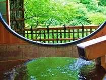 【春】露天風呂付き貴賓室「竹や舞の間」からの眺め。