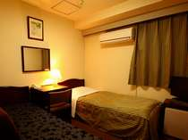 料金日替わりのお部屋。部屋タイプもお任せ。全部屋バストイレ・テレビ他アメ二ティもあるので安心です。